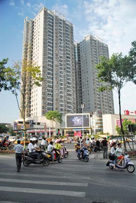 Les  buildings offrent l'avantage de ne pas occuper excessivement de l'espace en largeur. Ici à Xuancheng ©Michel AYMERICH