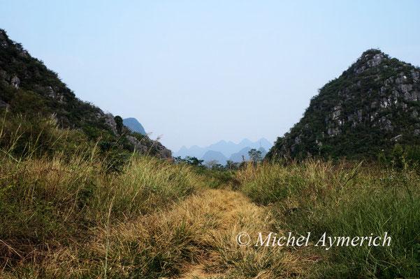 Paysage à monts karstiques du sud de la Chine, entre Guilin et Yangshuo ©Michel AYMERICH