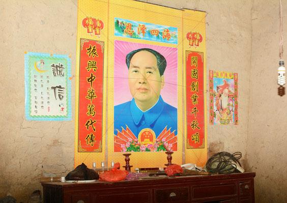 Chez des paysans près de Lu'an dans la province de ANHUI, Mao reste vénéré ...©Michel AYMERICH