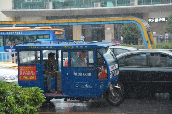 Un transport commode à Liuzhou (région autonome Zhuang du Guangxi) ©Michel AYMERICH