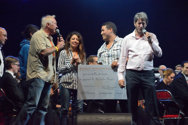Bilal Boulbayem avec sa remise de prix! © Michel Aymerich