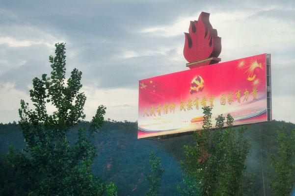Vu sur la route de l'intérieur d'un autocar... Yunnan, Chine 2017 ©AYMERICH Michel