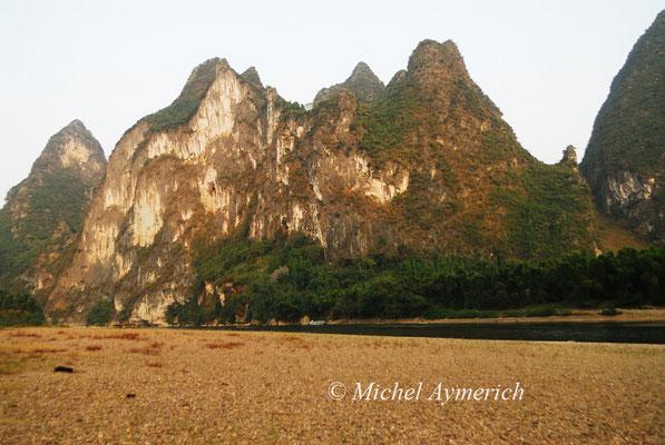 La rivière Li et ses monts karstiques, près de Yangshuo ©Michel AYMERICH