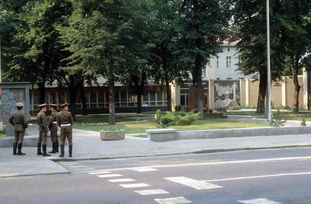 Devant la Maison des officiers soviétiques à Potsdam © Michel Aymerich