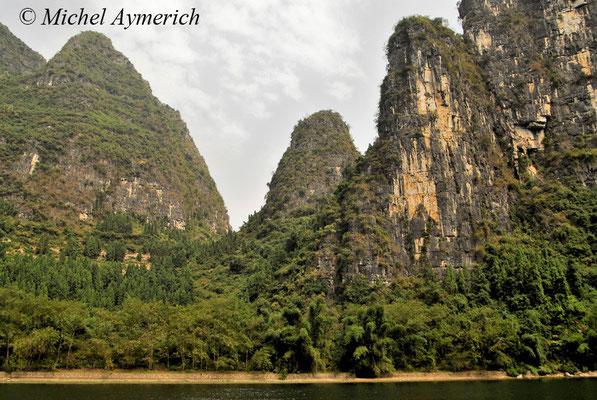 Sur la rivière Li et ses monts karstiques, près de Yangshuo ©Michel AYMERICH