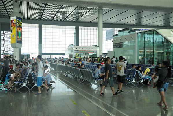Salle d'attente à la gare de Hefei (ANHUI) ©Michel AYMERICH