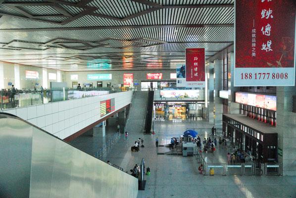L'immensité des constructions est proportionnelle à l'immensité du pays-continent qu'est la Chine et à la taille phénoménale de sa population. Ici à la gare de Wuyishan (FUJIAN) ©Michel AYMERICH