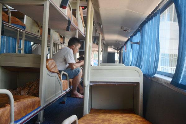 L'intérieur d'un car avec couchettes! Ici de Chenzhou à Liuzhou...  ©Michel AYMERICH