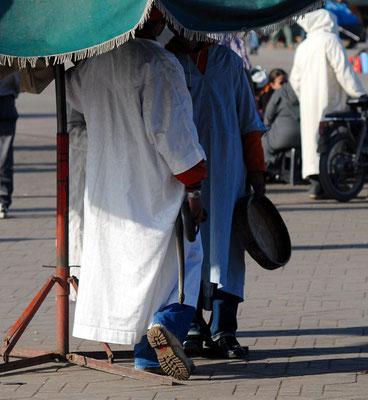 Couleuvre de Montpellier, mâle moribond, Place Jemaa-El-Fna  à Marrakech ©Michel AYMERICH