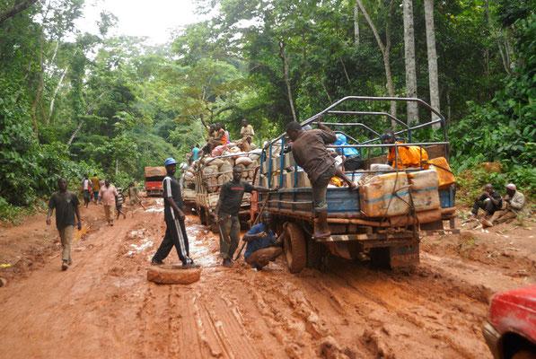 Piste allant vers Nzérékoré bloquée par la boue © Michel Aymerich