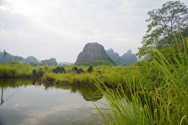 Paysage à monts karstiques près de Liuzhou (GUANGXI) ©Michel AYMERICH