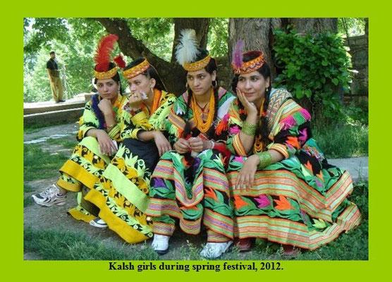 Jeunes femmes kalash...