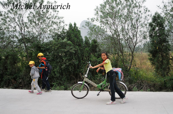 Enfants rentrant de l'école ©Michel AYMERICH