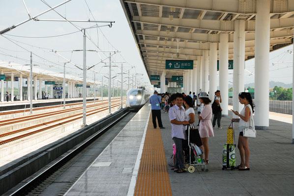 En attendant un High-speed rail (HSR).  Ici à Shangrao ( JIANGXI) ©Michel AYMERICH