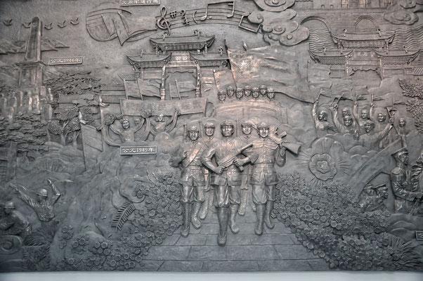 Partie de la fresque relatant brièvement l'histoire de la Chine jusqu'à la révolution qui la délivra du joug japonais et étranger. Au Musée d'art du Yunnan à Kunming, Chine 2017 ©AYMERICH Michel