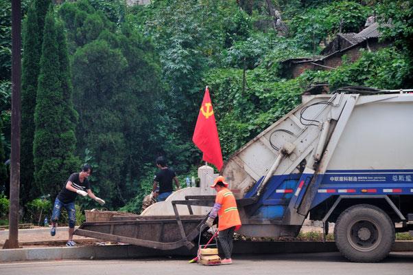 L'emblème du PCC est la faucille et le marteau. Le drapeau du PCC est de couleur rouge, orné de l'emblème dorée du Parti. Province du Guangxi, Chine 2017 ©AYMERICH Michel