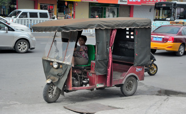 A Liuzhou (région autonome Zhuang du Guangxi). Les Chinois se laissent volontiers photographier, sans que l'on ait besoin de demander la permission. On est loin des superstitions!  ©Michel AYMERICH