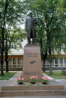Statue de Lénine devant la Maison des officiers soviétiques à Potsdam © Michel Aymerich