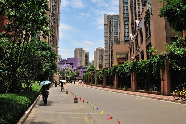 A droite une résidence à Kunming (Yunnan), Chine 2017 ©AYMERICH Michel