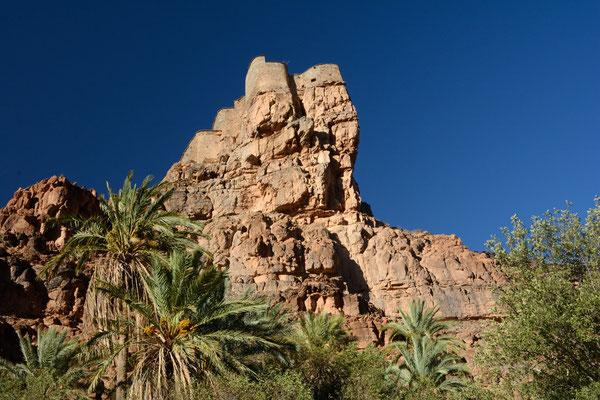 Vue en contrebas du grenier collectif fortifié (appelé agadir) à Amtoudi ©Michel AYMERICH