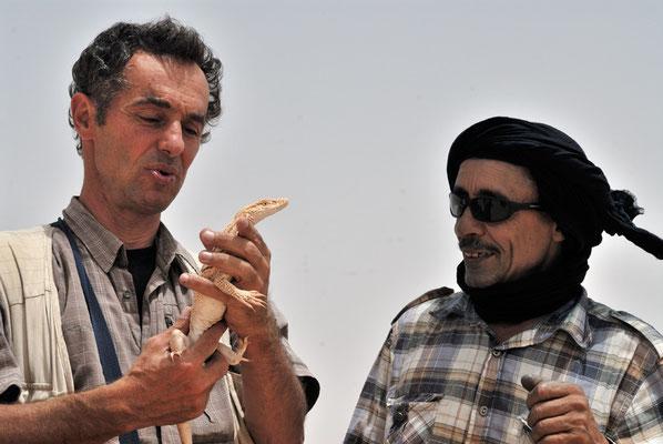 Moi avec un varan en présence de mon ami El Kentaoui @Michel AYMERICH