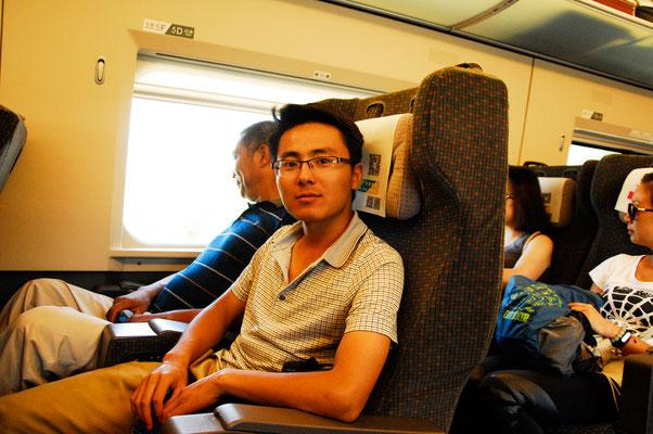 Zhang Wei, mon guide herpétologue, ici dans le train nous conduisant de Wuyishan à Shangrao ©Michel AYMERICH