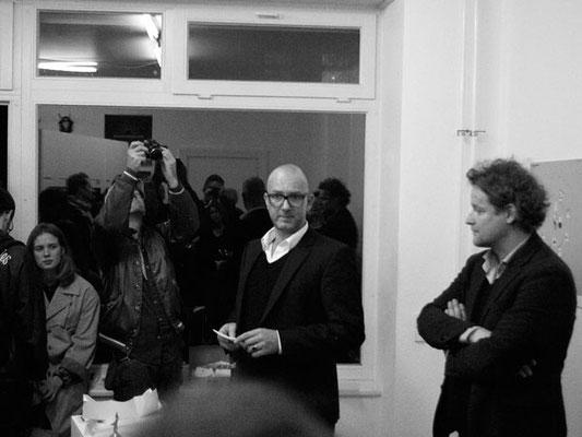 Eröffnungsrede von Johann Andreas Naumann. Rechts: Peter Malnikow - aufmerksam