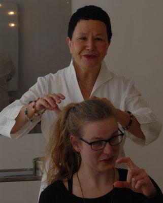 Individuelle Haartyp-Beratung schafft eine Verbindung zwischen dem inneren Gefühl und äußerem Ausdruck