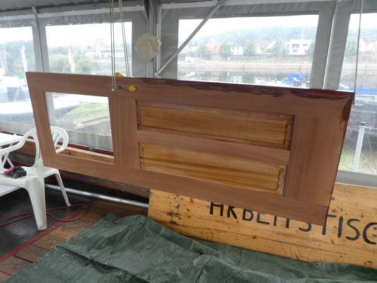unbehandelte Backbord Steuerhaustüre vorbereitet zum Streichen mit Decksöl Owatrol D1 © Günther B.