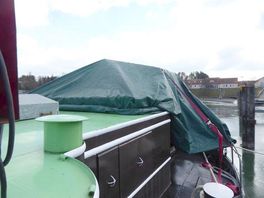 Abdeckung mit einer Zeltplane