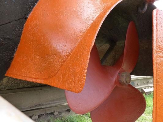 reparierter und ausgewuchteter Propeller wieder montiert