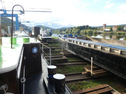 Güterschubleichter DOMARIN 28 unterhalb von WILLI