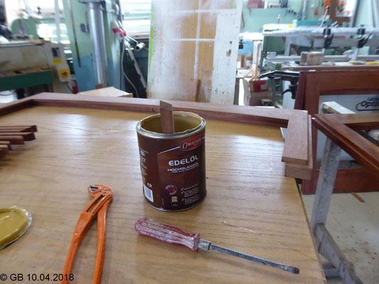 Das Holz wird mit OWATROL Edelöl (Holzschutz) behandelt