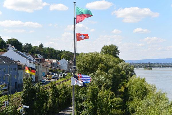 Flaggenmast des Weisenauer Schiffer-Vereins 1901 e.V. © Harald H. 30.07.2021 15:19