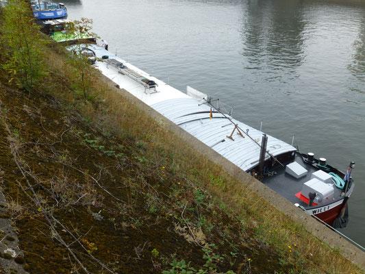 Liegeplatz im Hafenkanal Duisburg