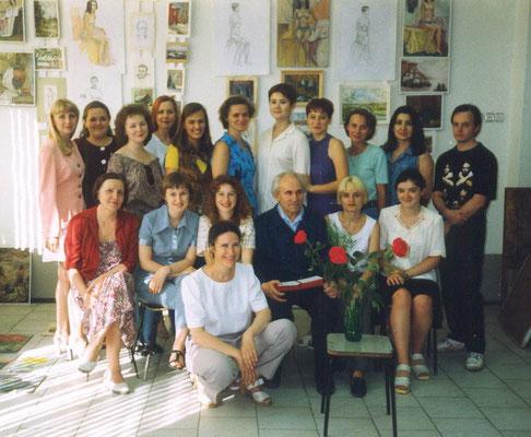 """1999 г. Ура! Мы в классе на фоне выпускной """"развески"""". Комиссия уже ушла, и улыбка вернулась на наши лица. В руках Романыча наши удостоверения."""