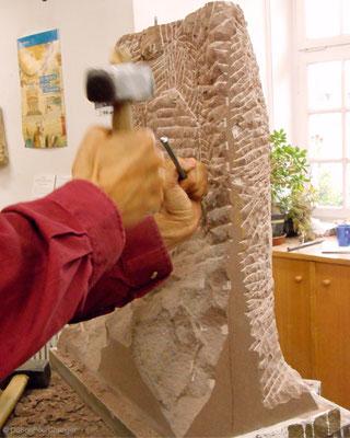 Sculpteur, aux ateliers de la Fondation de l'Oeuvre Notre-Dame (Strasbourg)