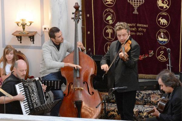 Tosca, Yves, Roland, Tchatcho et Engé : le 4tet Foulitchay, au complet, en concert à la synagogue d'Obernai - Photo reproduite avec l'aimable autorisation de l'auteur, François Micucci