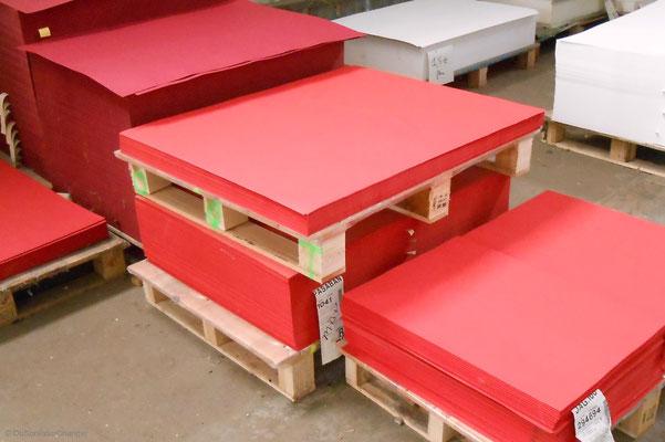 Grands formats rouge passion, au magasin d'usine de la papeterie Lana, à la Robertsau (Strasbourg Nord)