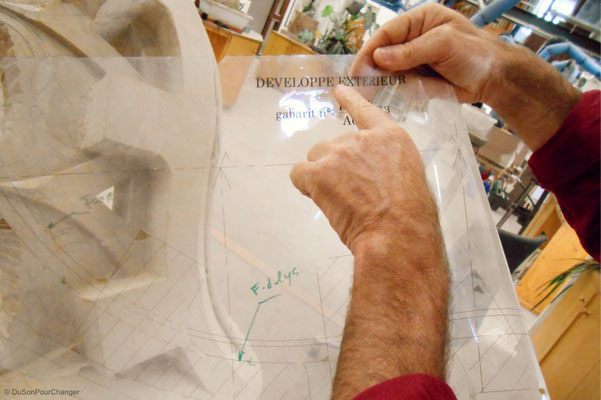 L'ami du tailleur de pierre : le gabarit - aux ateliers de la Fondation de l'Oeuvre Notre-Dame (Strasbourg)