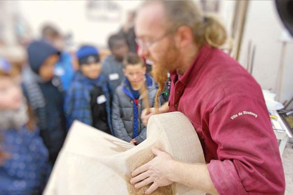 Aymeric, tailleur de pierre à la Fondation de l'Oeuvre Notre-Dame (Strasbourg)