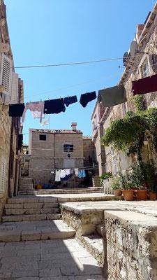 egal, ob die Wäsche von Einheimischen oder von Feriengästen ist, ein solcher Anblick weckt Urlaubsgefühle in mir