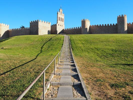 Aufstieg vom Stellplatz aus zur alten Stadtmauer