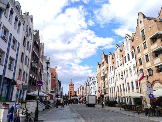 an einem Ende der Altstadt steht der alte Marktturm (Brama orgawa), nur der untere Teil ist noch original
