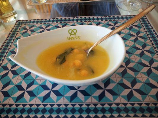 Suppe mit Kichererbsen und Spinat