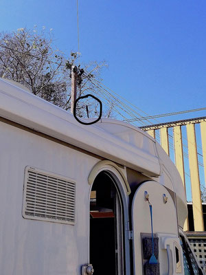 die Mini-Antenne auf dem Dach