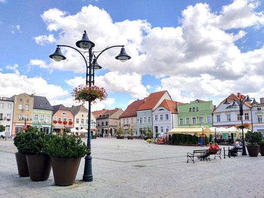 Blick vom Rathaus auf die schiefe Ebene des Rynek (Marktplatz)