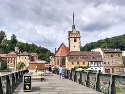 Brücke über die Ilm mit Vorbereitung fürs Weinwest