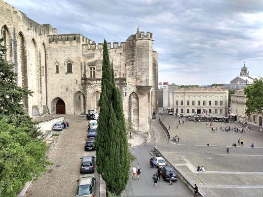 wieder nur ein Teil des Platzes vor dem Palast