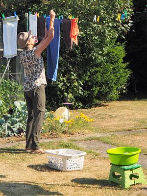 Trocknen an der frischen Luft im Garten einer guten Freundin